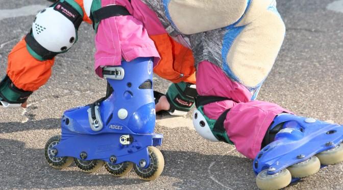 Как научить малыша кататься на роликах? Часть 2