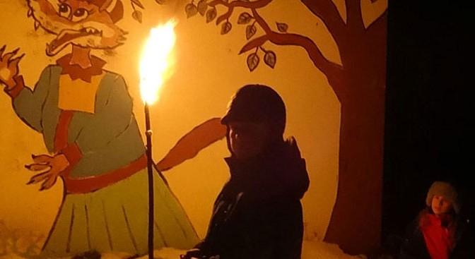 Уличные свечи и факелы