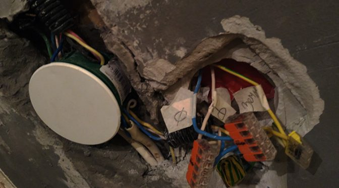 Проверенный электрик — это живой электрик
